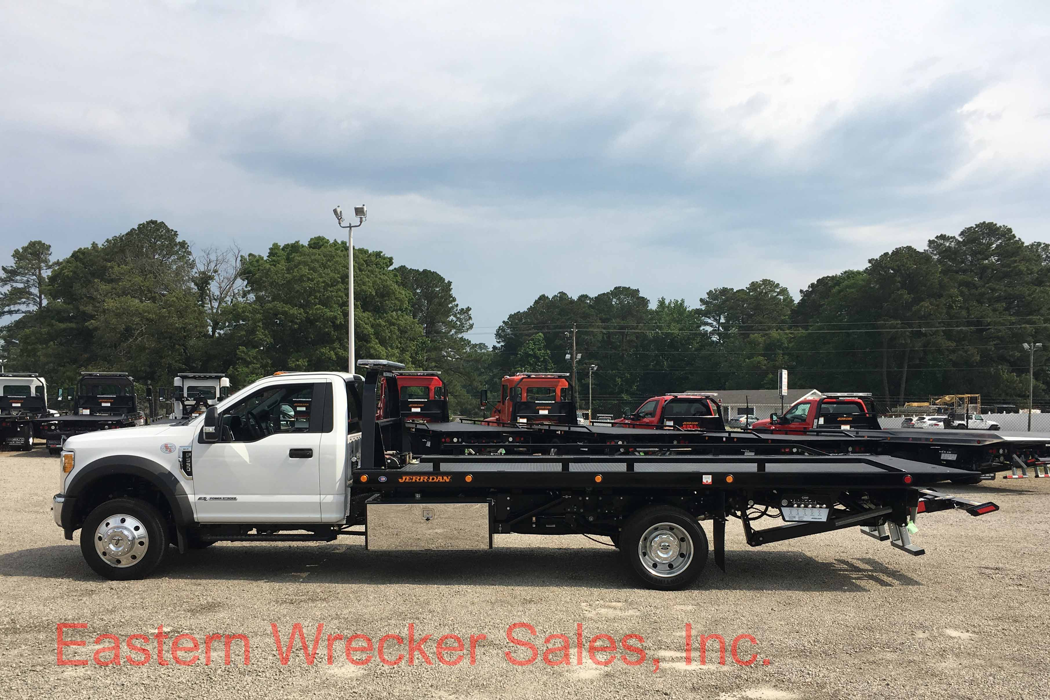 2017 Ford F550 Super Duty XLT with a Jerr Dan 19 Steel 6