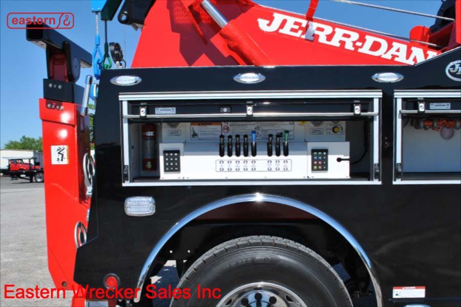 2019 Freightliner M2 with Jerr-Dan Single Axle 25-ton